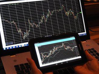 Las acciones tecnológicas caen una vez más, Nasdaq disminuye un 1%.