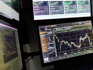 Las acciones cambian, el S&P cerca de su máximo histórico